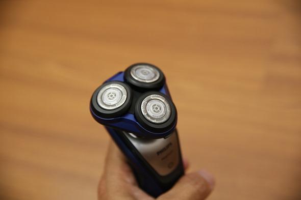 開箱:荷蘭原裝 PHILIPS 三刀頭乾濕兩用電鬍刀(S5600) IMG_3613