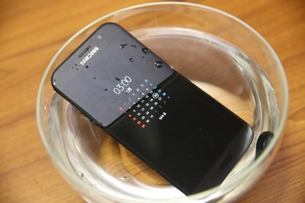 Samsung Galaxy A7(2017) 開箱評測,支援IP68防水、雙1600萬畫素鏡頭與超強電池續航力 IMG_5691