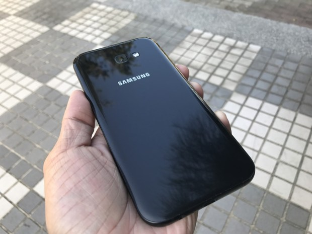 Samsung Galaxy A7(2017) 開箱評測,支援IP68防水、雙1600萬畫素鏡頭與超強電池續航力 IMG_6903
