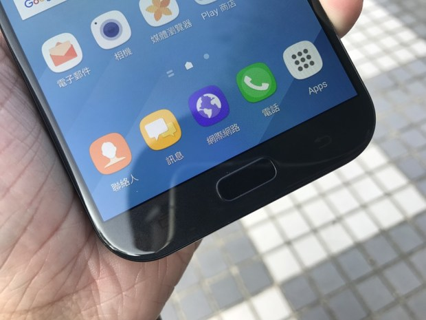 Samsung Galaxy A7(2017) 開箱評測,支援IP68防水、雙1600萬畫素鏡頭與超強電池續航力 IMG_6910