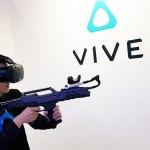 走路也能追蹤,HTC在TGS推出VIVE移動定位器、頭戴式耳機與無線套件