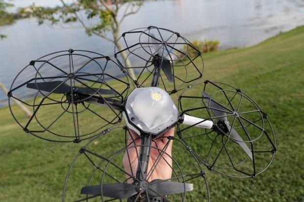 元宵節別管什麼天燈了!Intel 用電腦遙控 500 台空拍機點耀夜空 intel-drone2
