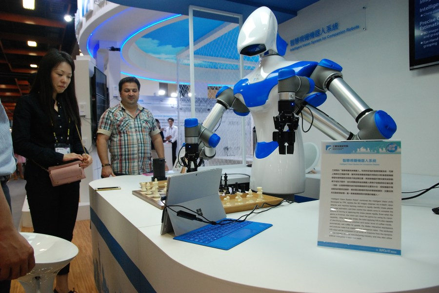 Alpha 實體化,工研院智慧視覺機器人亮相 DSC_0012-900x602