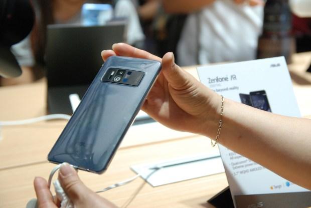 華碩 2017 新品筆電、手機大量公開!高效輕薄超亮眼 DSC_0124-900x602