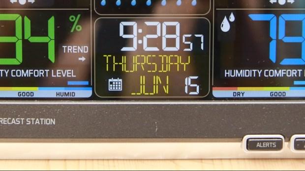 好市多3C:LA CROSSE 無線彩色電子氣象偵測計,具室內外溫溼度監測/預測、天氣預測與日曆報時功能,居家必備超好用! IMG_6665-1