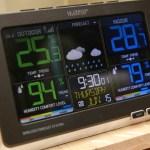 好市多3C:LA CROSSE 無線彩色電子氣象偵測計,具室內外溫溼度監測/預測、天氣預測與日曆報時功能,居家必備超好用!