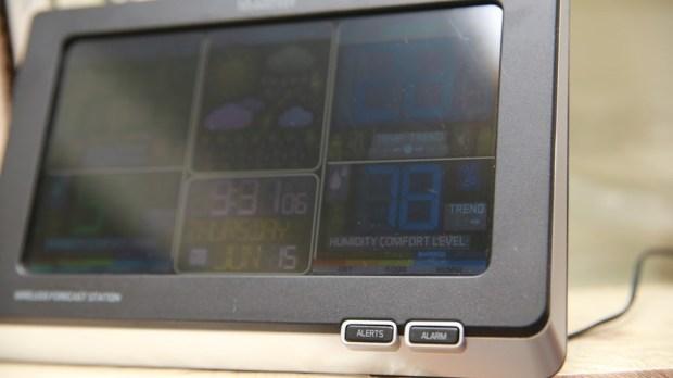 好市多3C:LA CROSSE 無線彩色電子氣象偵測計,具室內外溫溼度監測/預測、天氣預測與日曆報時功能,居家必備超好用! IMG_6671