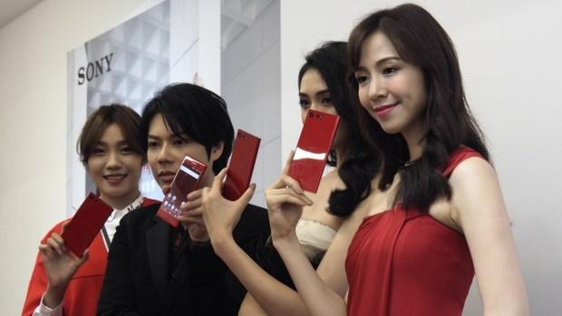 Sony Xperia XZ Premium 推出超亮眼新色「鏡紅」,搶搭今年秋冬時尚精品手機! A251910