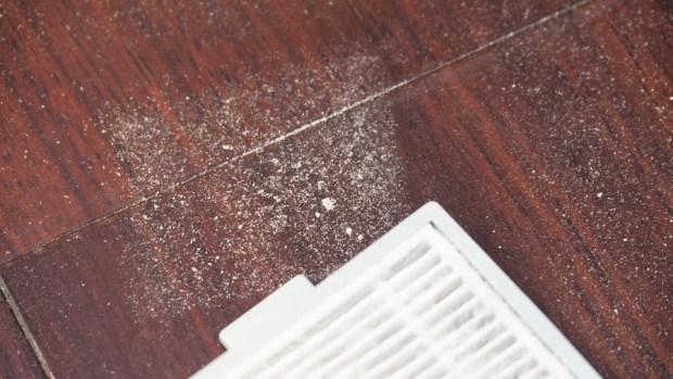 EULEVEN 有樂紛熱風塵螨吸塵器,搭配 UVC 紫外線、60 度熱風,清除床上塵螨看得見 A301963