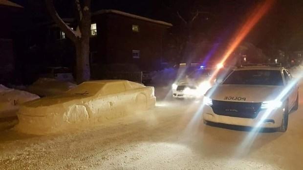 用雪堆雕出來的車,連警察也上當 snow-delorean-1