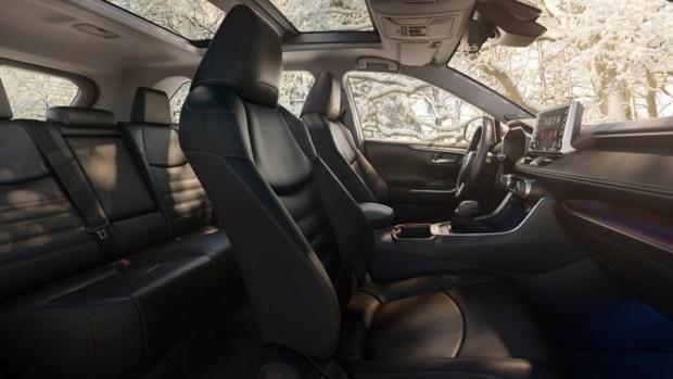 新一代 Toyota RAV4 真面目亮相,CRV 與 CX-5 要小心了 2019-toyota-rav4-06-1