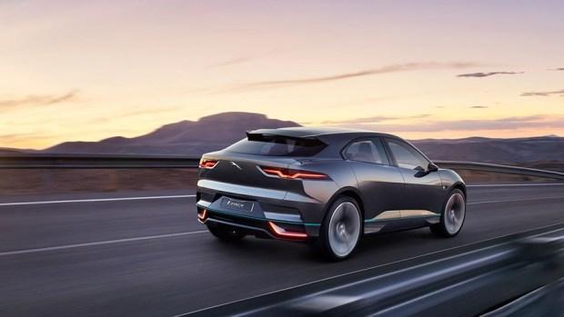 Jaguar 首輛 SUV 電動車對上 Tesla Model X,是「電豹」還是「電爆」?! ipace02