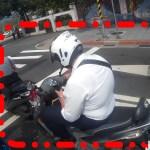 別以為這樣沒事,開車騎車滑手機,準備收罰單!