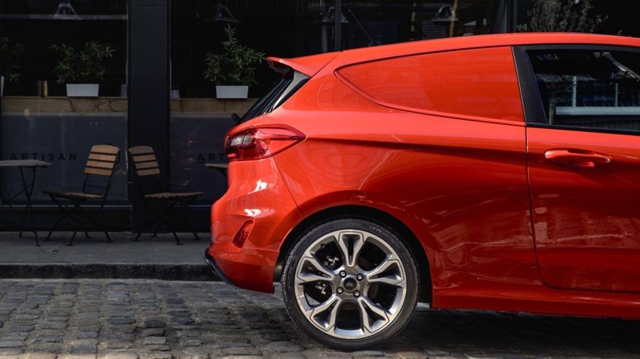 Ford Fiesta 竟然有商用車版本,跟你認知的商用車不一樣 2018-ford-fiesta-van-06-1