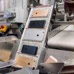 迎接世界地球日 蘋果換上全新回收拆解機器人「Daisy」,更有效率回收舊機有價金屬