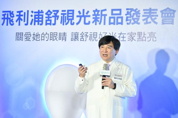 飛利浦推出柔光網點燈泡,降低眼眩酸澀 照片三_-諾貝爾眼科院長及台灣白內障暨屈光手術醫學會理事長張朝凱醫師指出,眼睛保健是全民運動,家長更應注意居家光源的品質以照顧孩童視力-900x600