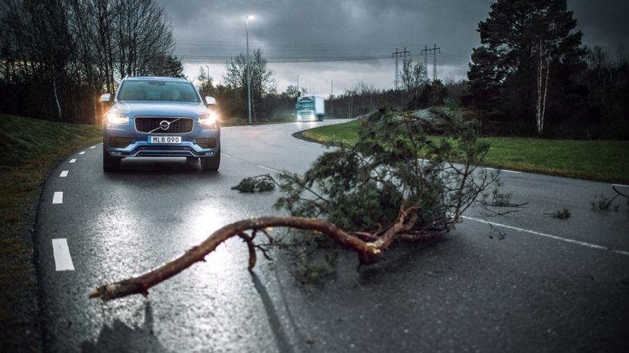 汽車間溝通不再是紙上談兵,Volvo 今年底推出 V2V 資料共享 228579-volvo-cars-and-volvo-trucks-share-live-vehicle-data-t-2