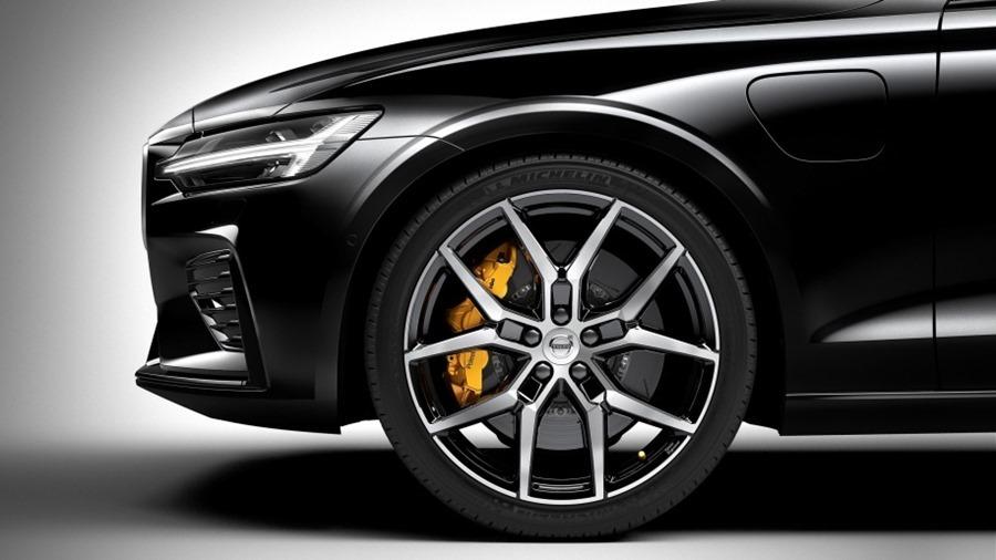 全新第三代 Volvo S60 正式發表,只有汽油與油電混合動力選項 230825-new-volvo-s60-polestar-engineered-exterior-1