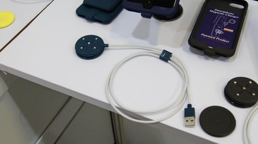 是手機保護殼,也是充電裝置,磁吸式手機充電保護殼 DSC0001