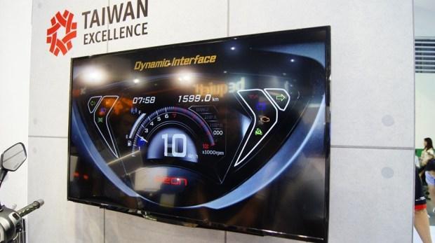 跟呆板的機車儀錶板說拜拜,宏佳騰首創機車智能儀表板 DSC0070