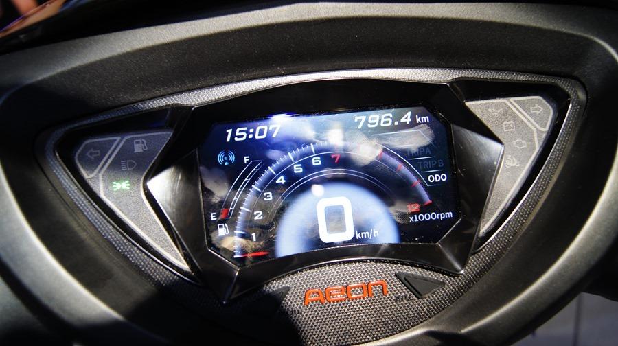 跟呆板的機車儀錶板說拜拜,宏佳騰首創機車智能儀表板 DSC0073