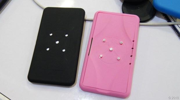 是手機保護殼,也是充電裝置,磁吸式手機充電保護殼 DSC9992