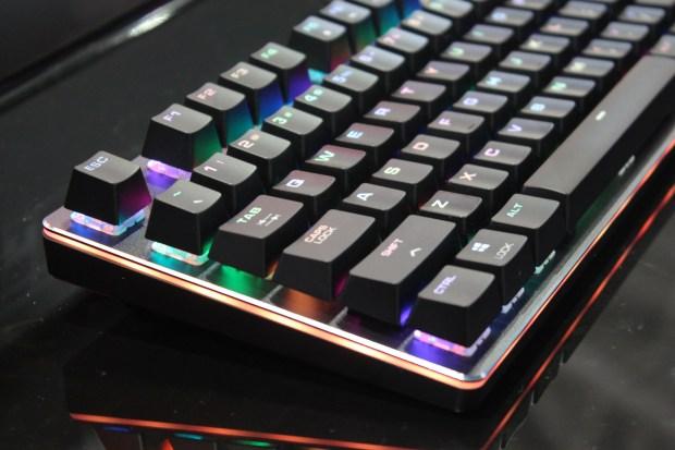 兼具工藝設計的德國 COUGAR 機械式極速銀軸電競鍵盤 IMG_0859-900x600