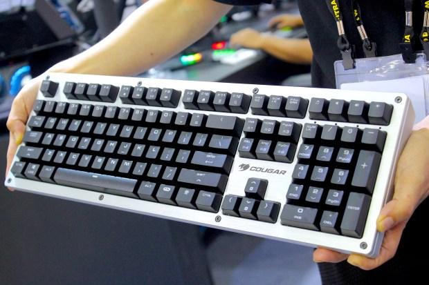 兼具工藝設計的德國 COUGAR 機械式極速銀軸電競鍵盤 IMG_0883-900x600