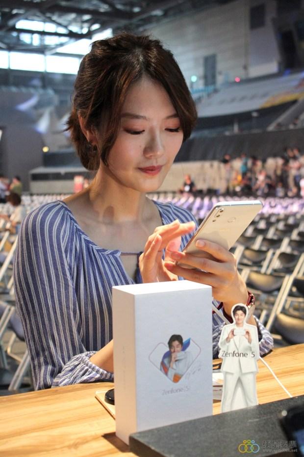 把孔劉帶回家!ZenFone 5 推「孔劉限定版」,新色「雪花白」超美登場 IMG_9728-900x1350