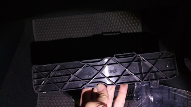 [教學] 開車的你,多久沒關心車子的冷氣濾網了? IMAG0363