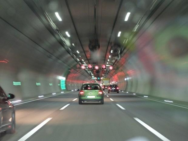 為什麼開快車容易出車禍?「視覺隧道效應」作祟 auto-962083_960_720
