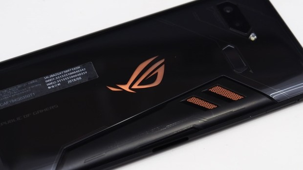 ROG Phone 開箱、評測:2018 年度最有梗、為「贏」而生的電競手機 9305433