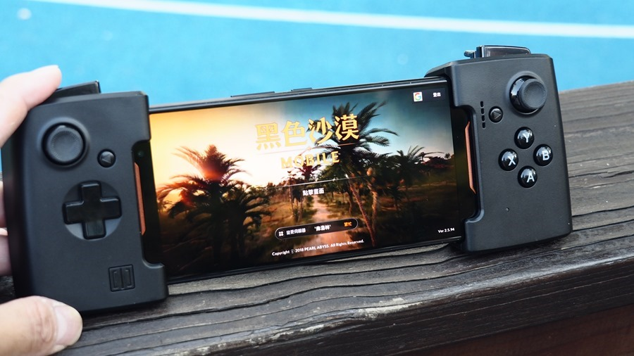 ROG Phone 周邊:GameVice 遊戲控制器+WiGig 無線投影基座,實現你在大螢幕打電動的夢想! 9305400