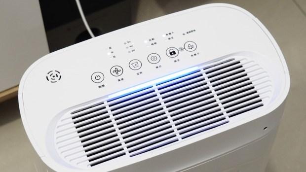 評測/Haier AP225 (小H) 高速卻不吵雜,適合房間擺設的空氣清淨機 C045857