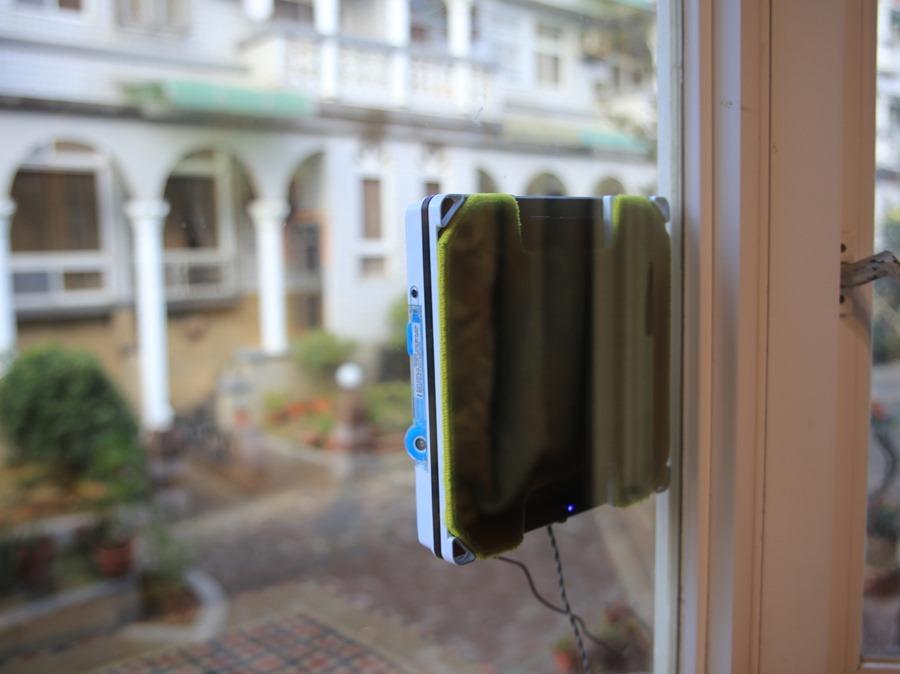 歲末大掃除讓HOBOT-298玻妞擦窗機器人幫忙,讓玻璃輕鬆恢復光亮 IMG_9046