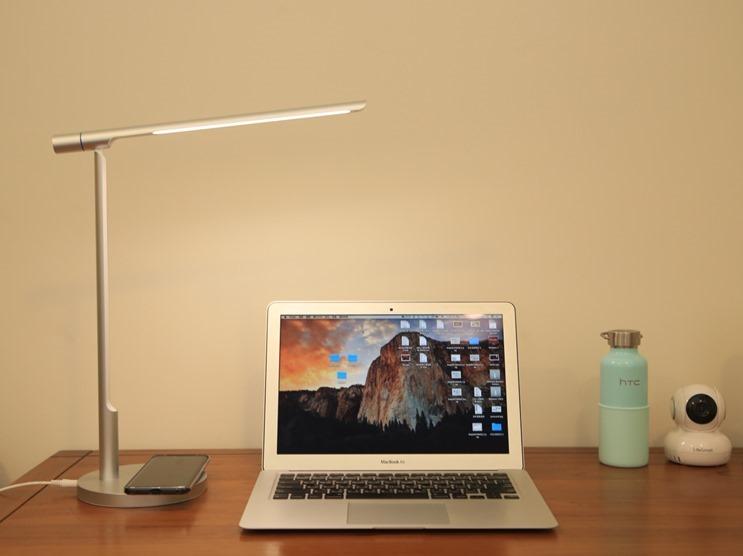 小L 2代無線充電護眼燈開箱,零藍光不傷眼,亮度色溫都可自由調整 image005