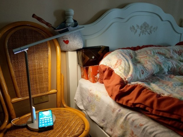 小L 2代無線充電護眼燈開箱,零藍光不傷眼,亮度色溫都可自由調整 image021
