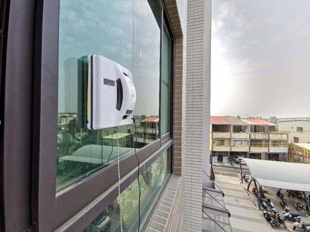 歲末大掃除讓HOBOT-298玻妞擦窗機器人幫忙,讓玻璃輕鬆恢復光亮 image062