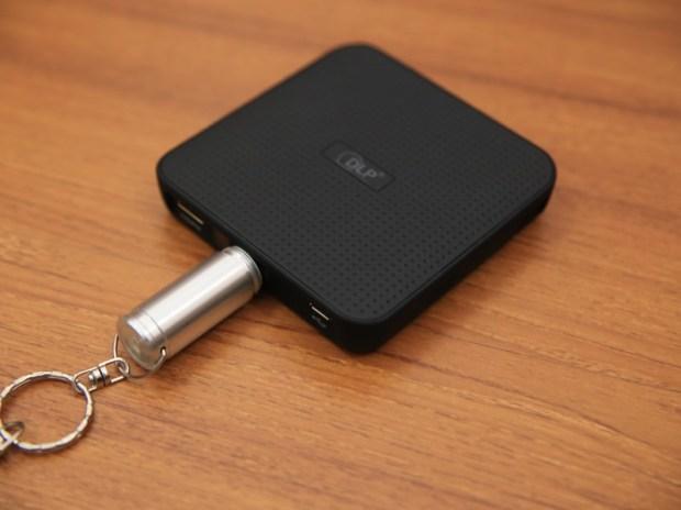 QHL酷奇口袋輕巧無線投影機,手掌大小免插電就能無線投出百吋畫面(支援蘋果/安卓) IMG_9083