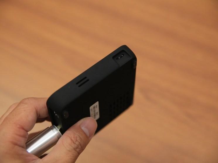 QHL酷奇口袋輕巧無線投影機,手掌大小免插電就能無線投出百吋畫面(支援蘋果/安卓) IMG_9085