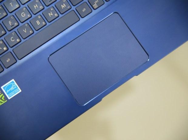 美‧力無邊ASUS ZenBook 15 UX533FD 開箱,全球最小15.6 吋筆電,電池續航力長達 16 小時! IMG_9226