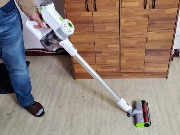 [開箱] 向拖地說掰掰!Hippolo 無線洗地機幫你輕鬆搞定地板清潔,還能消毒殺菌 20200330_210558