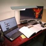 「Artso 亞梭傢俬LED雙臂優閱燈」好開箱,不佔空間、大範圍照射、可調色溫、桌面百搭設計!