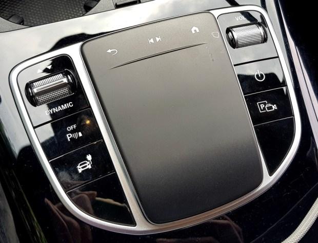 [試駕] 讓人合不攏嘴的賓士首款電動車 Mercedes-Benz EQC 400 4MATIC 運動版 %E8%A7%B8%E6%8E%A7%E6%9D%BF