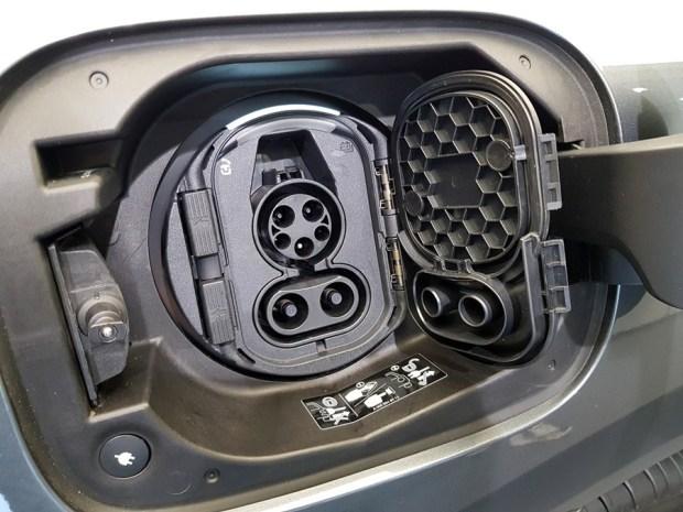 [試駕] 讓人合不攏嘴的賓士首款電動車 Mercedes-Benz EQC 400 4MATIC 運動版 20200502_095955