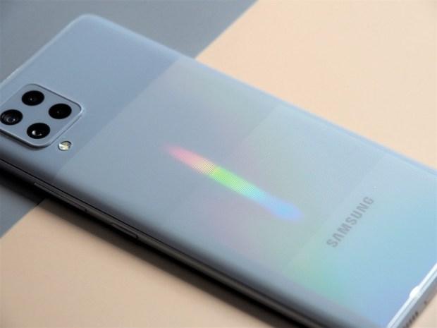 [評測]三星最好入手的平價 5G 手機來了!Galaxy A42 5G 搭載4+1鏡頭、5000mAh超大電量讓你爽用一整天 B190899-1