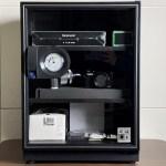 【評測】「收藏家」72L 電子防潮箱,體積更小吸濕效率更高 (AD-72P)