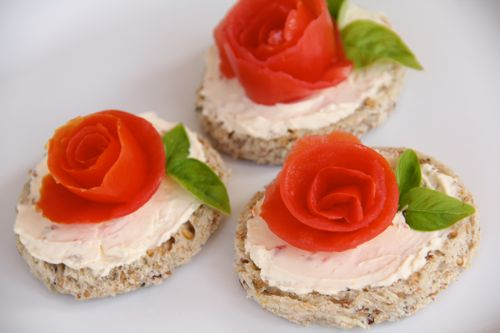 Idei de decoratiuni pentru aperitive festive in forma de floare