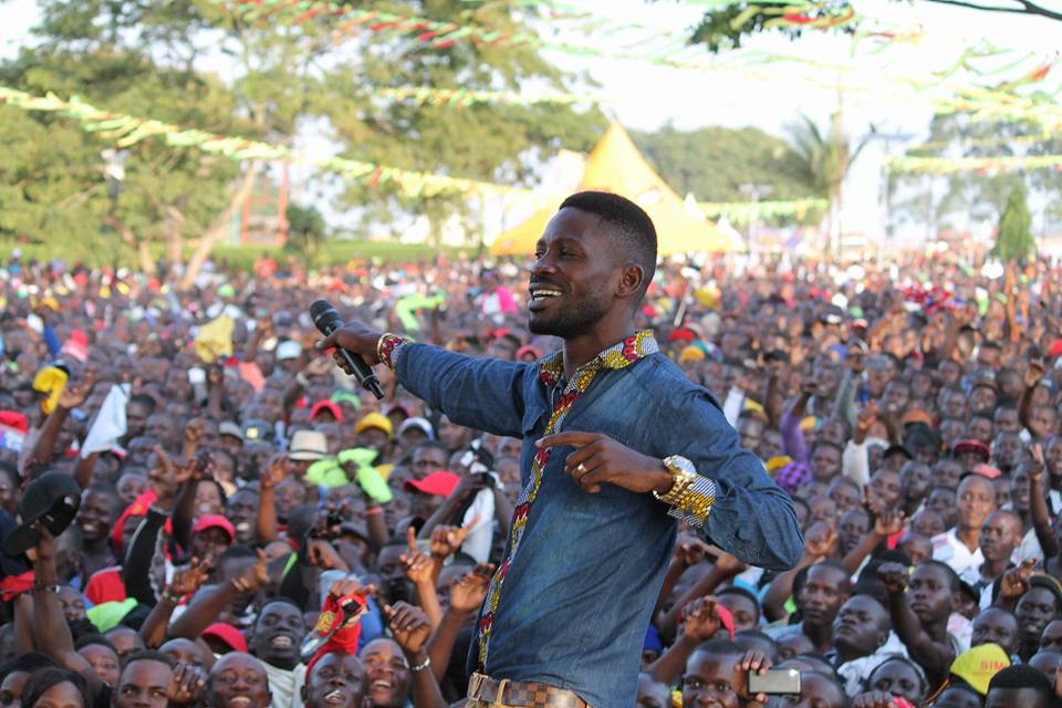 Kyadondo East MP, Robert Kyagulanyi aka Bobi Wine, on Sunday entertained hundreds of his fans at Kavumba recreation centre in Wakiso Town Council, Wakiso District. Bobi wine was performing
