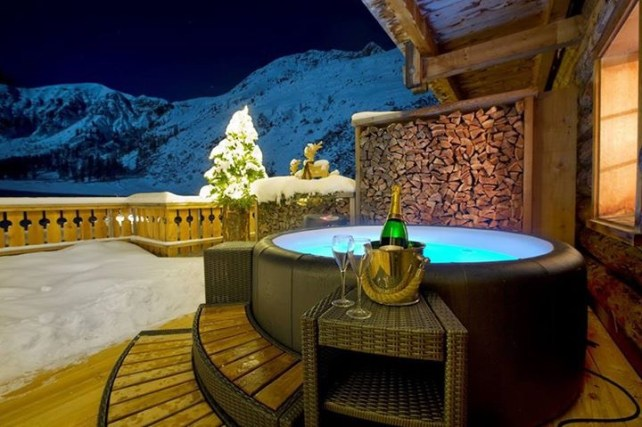 spa-softub-terrasse-de-nuit